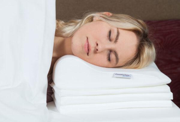Niskatyyny Comfortex Neckrest 2.0 on ainutlaatuinen tyyny pehmeämmällä keskiosalla ja 6 eri tasoon säädettävällä korkeudella. Tyynyn epäsymmetrisen muodon ansiosta sitä voi kääntää ja asetella eri asentoihin. Täten pystyy aina löytämään sopivan nukkumisasennon.