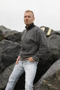 Kudottu islantilainen villatakki