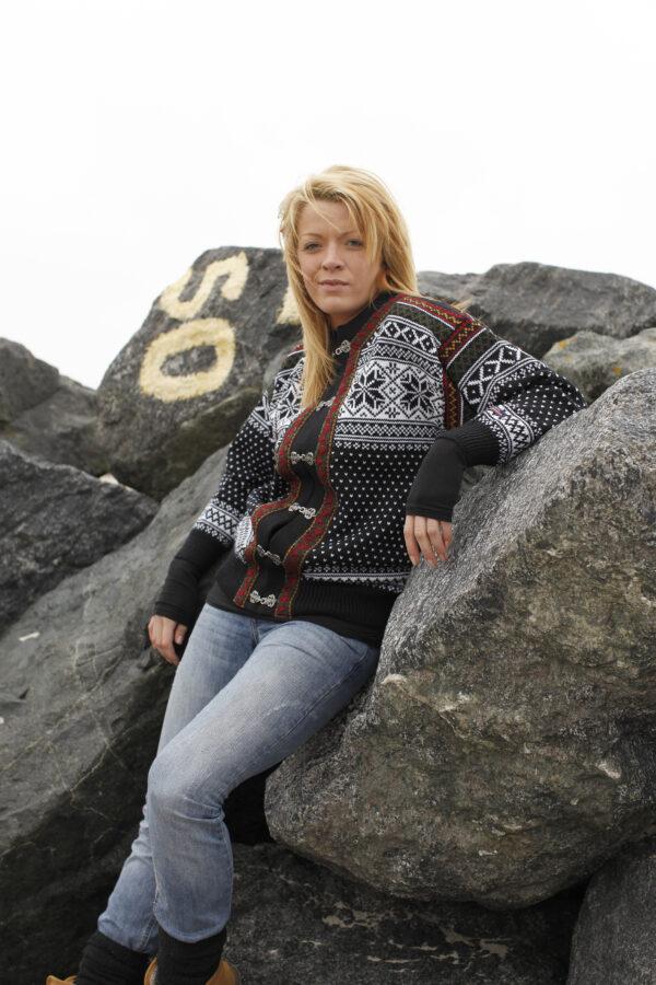 Norjalainen villatakki tinahakasilla