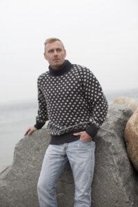 Korkeakauluksinen alkuperäinen islantilaispaita