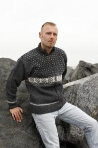 Kudottu norjalainen villatakki